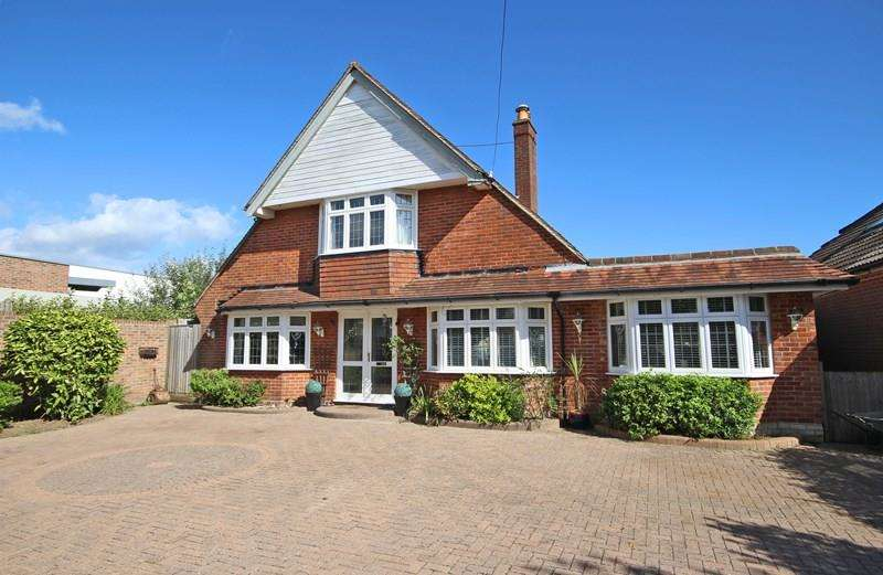 5 Bedrooms Chalet House for sale in Barton Court Avenue, New Milton
