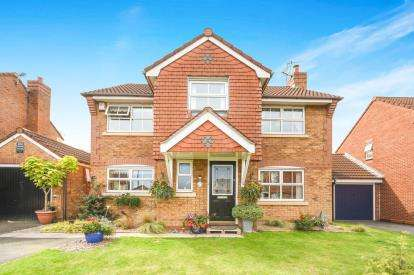 4 Bedrooms Detached House for sale in Chatteris Park, Runcorn, Cheshire, WA7