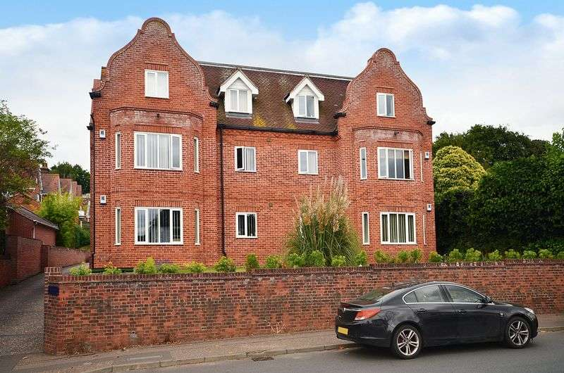 2 Bedrooms Flat for sale in Thorpe St Andrew, Norwich