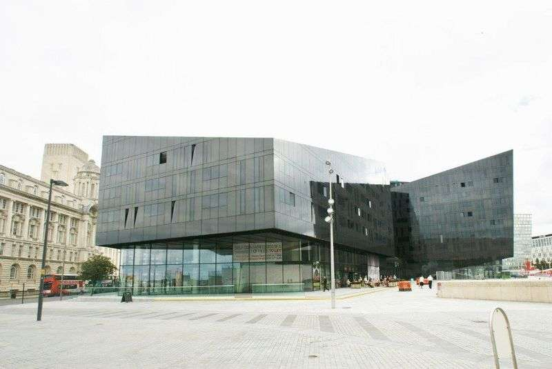 3 Bedrooms Flat for sale in Mann Island, Liverpool