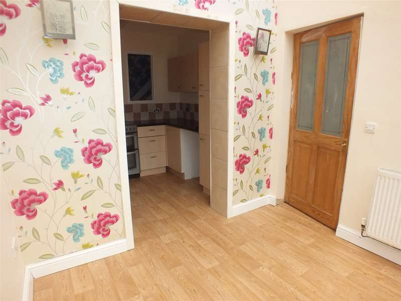 3 Bedrooms End Of Terrace House for sale in Larch Road, Milford Haven, Pembrokeshire