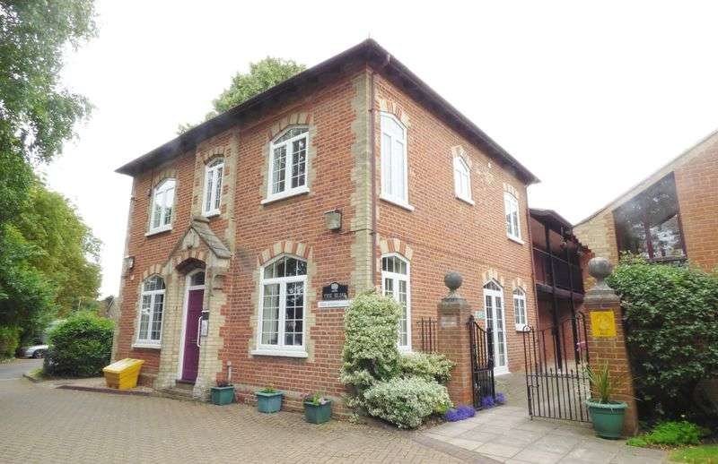 2 Bedrooms Retirement Property for sale in Broomway, Blackwater
