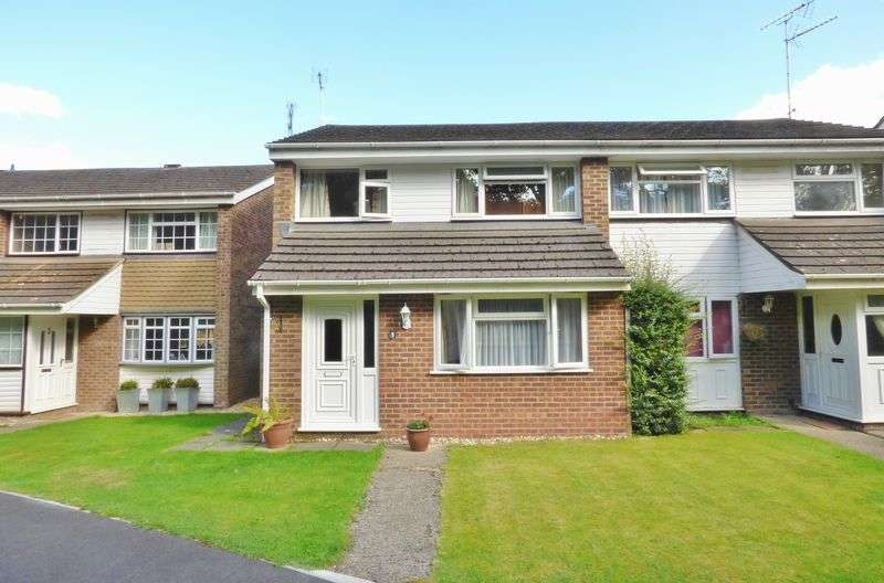 3 Bedrooms Semi Detached House for sale in Hall Lane, Yateley