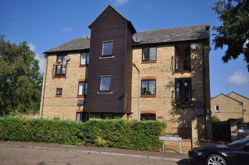 2 Bedrooms Flat for sale in Powdermill Lane, Waltham Abbey