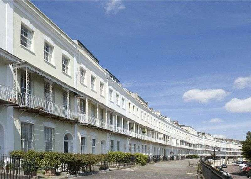 2 Bedrooms Flat for sale in Garden Flat Royal York Crescent