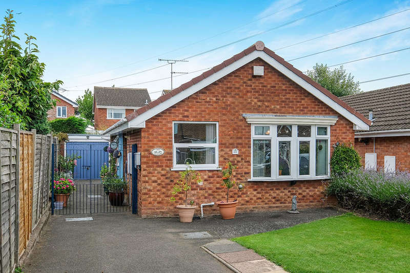 2 Bedrooms Detached Bungalow for sale in Springhill Road, Wolverhampton, WV11