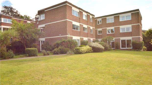 2 Bedrooms Apartment Flat for sale in Hipley Court, Warren Road, Guildford