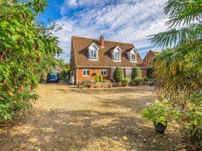 3 Bedrooms Bungalow for sale in Barton Turf, Norwich, Norfolk