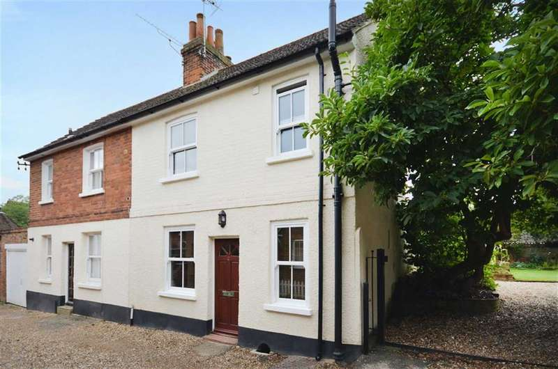 2 Bedrooms Property for sale in Fox Yard, Farnham