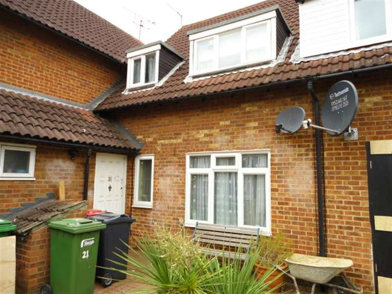 3 Bedrooms Semi Detached House for sale in Bennetts Close, Cippenham, Berkshire, SL1 5AS