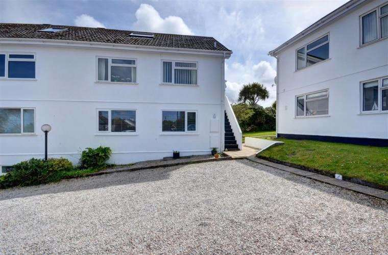 2 Bedrooms Flat for sale in Kelwyn Court, Carbis Bay