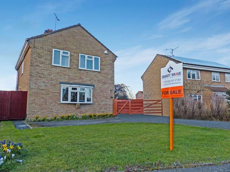 4 Bedrooms Detached House for sale in Mountbatten Avenue, Yaxley, Peterborough, Cambridgeshire. PE7 3NY