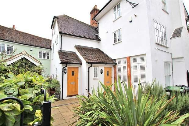 3 Bedrooms Flat for sale in Livermore Lane, Great Dunmow, Essex