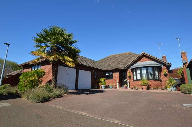 3 Bedrooms Detached Bungalow for sale in Riverside Mead, Peterborough