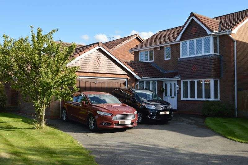 4 Bedrooms Detached House for sale in Criccieth Close, Buckley