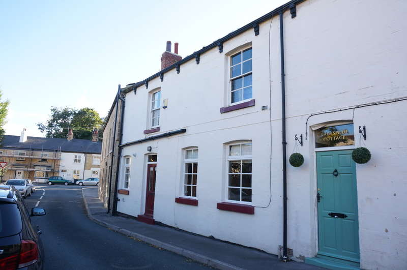 2 Bedrooms Terraced House for sale in Back Street, Bramham, LS23 6RB