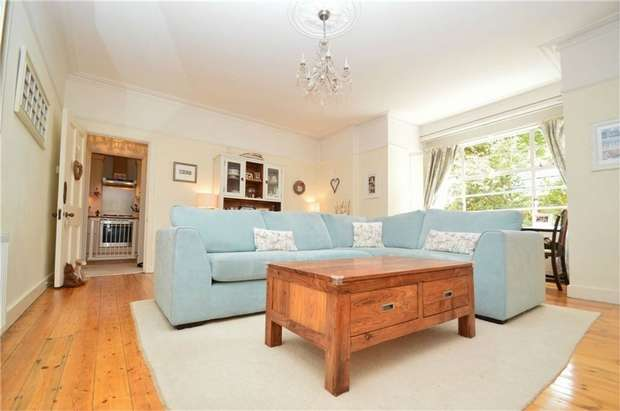 2 Bedrooms Maisonette Flat for sale in Arlington Court, Arlington Road, East Twickenham, St Margarets