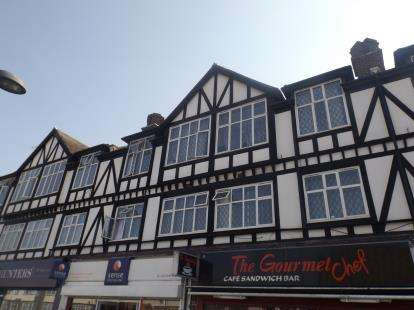 2 Bedrooms Flat for sale in High Road, Romford