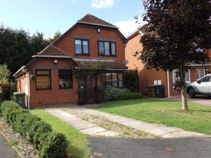 3 Bedrooms Detached House for sale in Ashburn Grove, Willenhall, West Midlands