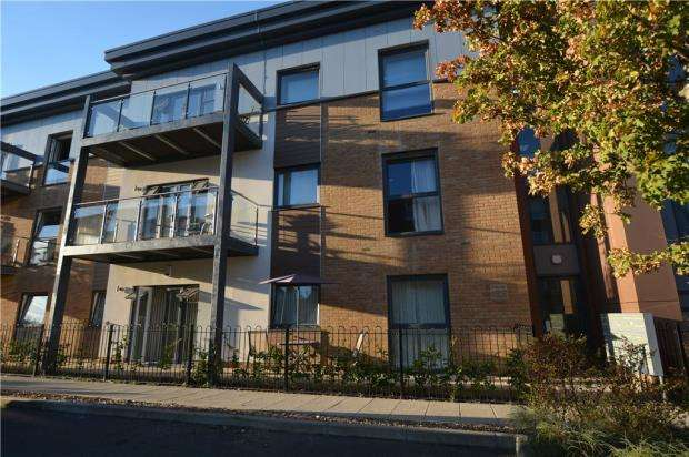 2 Bedrooms Apartment Flat for sale in Clovelly Court, 6 Wintergreen Boulevard, West Drayton