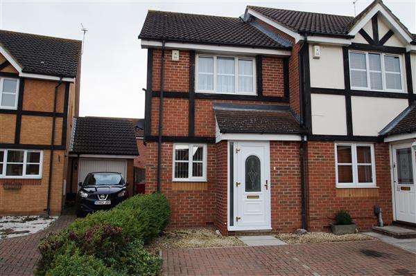 2 Bedrooms Semi Detached House for sale in Ferrers Close, Cippenham, Slough