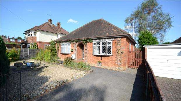 3 Bedrooms Detached Bungalow for sale in Heath Lane, Farnham, Surrey