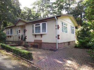 2 Bedrooms Mobile Home for sale in Turtle Dove, Turners Hill Park, Turners Hill, West Sussex