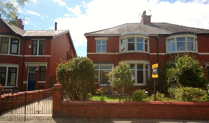4 Bedrooms Semi Detached House for sale in West Park Drive, Blackpool