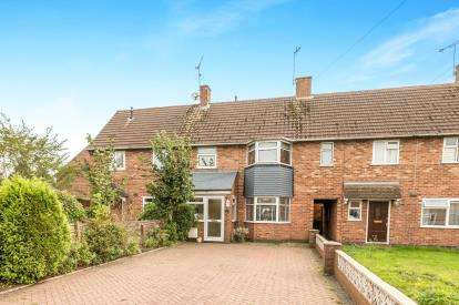 3 Bedrooms Terraced House for sale in Essex Close, Kenilworth