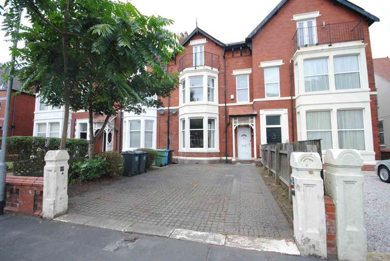 4 Bedrooms Terraced House for sale in Victoria Road, Lytham St Annes
