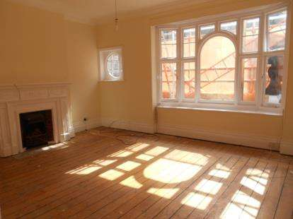 3 Bedrooms Flat for sale in Silver Street, Bedford, Bedfordshire