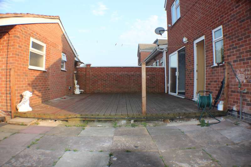 4 Bedrooms Detached House for sale in Saville Street, Leicester, LE5