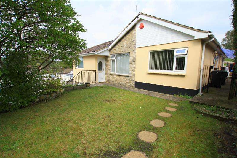 5 Bedrooms Detached Bungalow for sale in Maple Drive, Ferndown