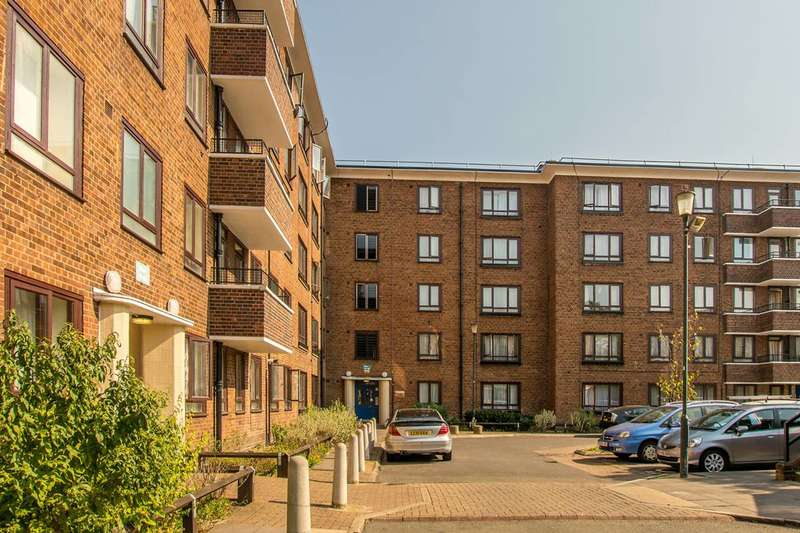 1 Bedroom Flat for sale in Warwick Grove, Clapton, E5