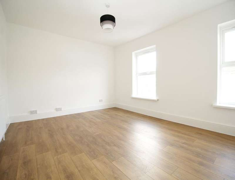 1 Bedroom Flat for sale in West Road, London, E15