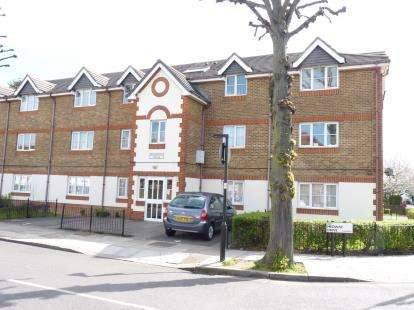 2 Bedrooms Flat for sale in Brabstone House, Medway Drive, Greenford