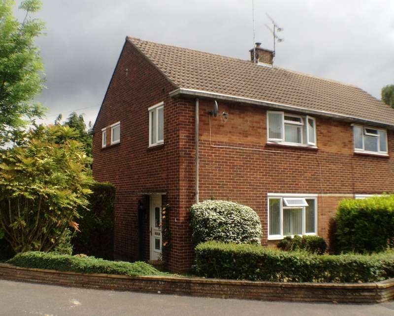3 Bedrooms Semi Detached House for rent in Northcote Road, Farnborough