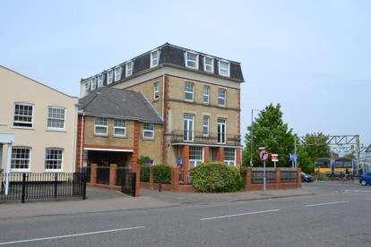 1 Bedroom Flat for sale in Carnarvon Road, Clacton-on-Sea, Essex