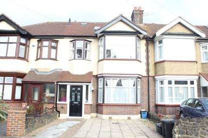 4 Bedrooms Terraced House for sale in Aldborough Road North, Ilford