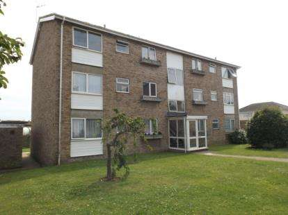 2 Bedrooms Flat for sale in Gatefield Close, Walton On The Naze, Essex