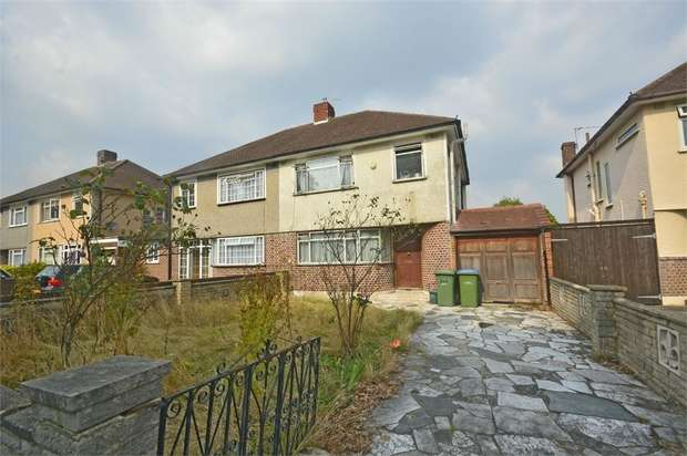 3 Bedrooms Semi Detached House for sale in Walton Road, West Molesey, Surrey