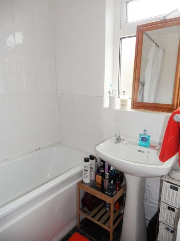 2 Bedrooms Terraced House for sale in Dock Street, Penarth