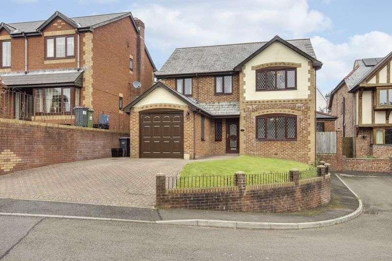 4 Bedrooms Detached House for sale in Pine Gardens, Pontypool
