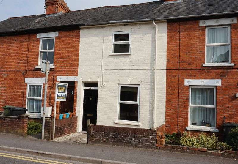2 Bedrooms Terraced House for sale in West Street, Newbury.