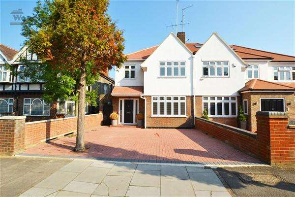 4 Bedrooms Semi Detached House for sale in Brunswick Road, Ealing
