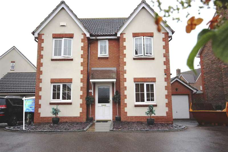 4 Bedrooms Detached House for sale in Carew Close