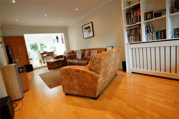 4 Bedrooms Semi Detached House for sale in Leicester Road, Wanstead, London