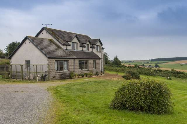 4 Bedrooms Detached House for sale in Thornhill Road, Cuminestown, Turriff, Aberdeenshire, AB53 5WH