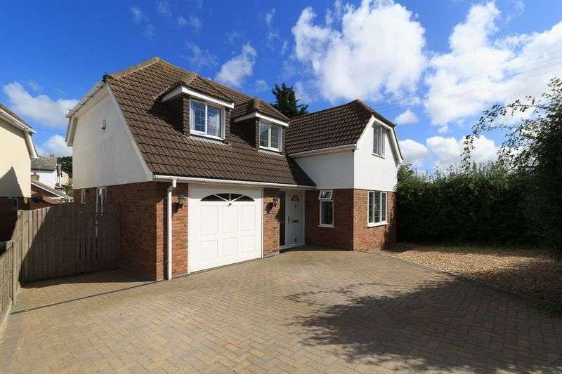 4 Bedrooms Detached House for sale in LOCATION, LOCATION, LOCATION! Whybornes Chase, Minster on Sea