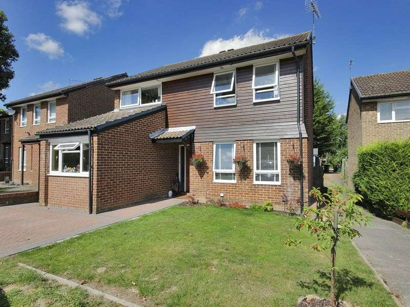 4 Bedrooms Detached House for sale in The Garrones, Worth, Crawley, West Sussex